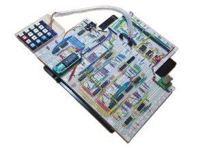 写真1 完成したTD4EX4と、それを使用した電卓